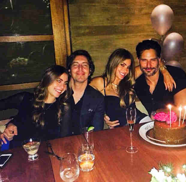 Joe Manganiello Celebrates Girlfriend Sofia Vergara's 42nd Birthday (PHOTO)