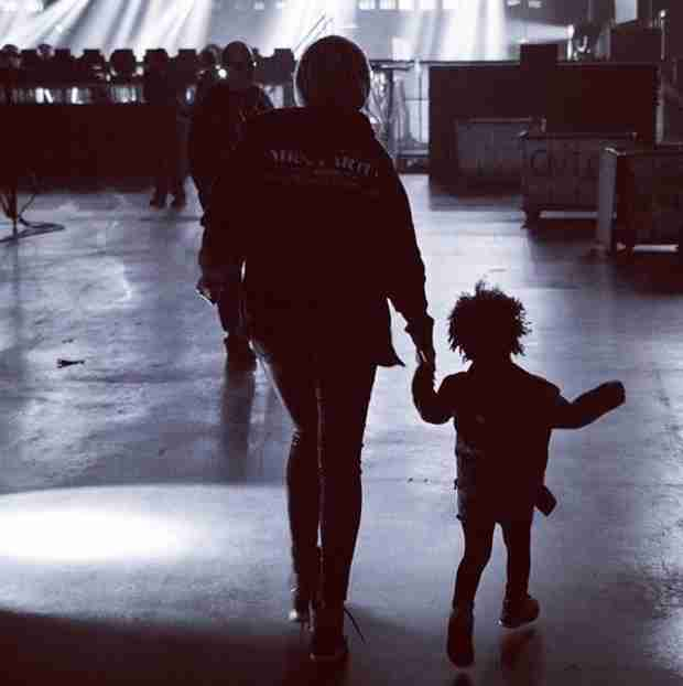 Beyoncé and Blue Ivy Live It Up Backstage During the On The Run Tour (PHOTO)
