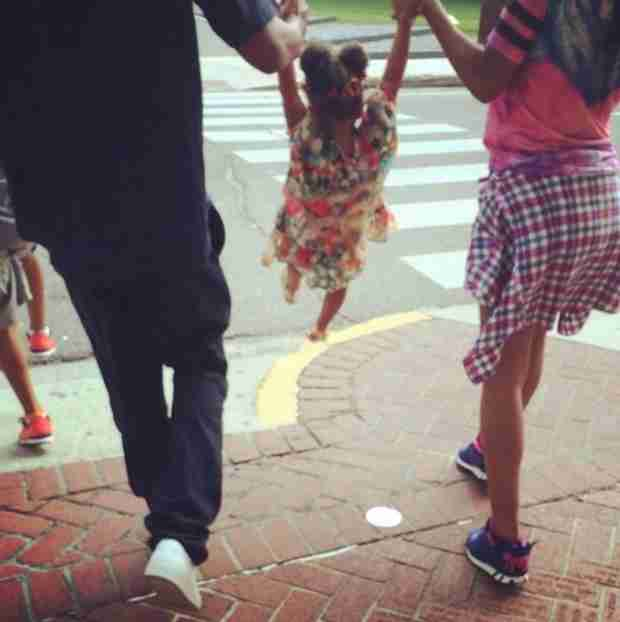Beyoncé Shares Sweet Family Snapshot With Jay Z and Blue Ivy (VIDEO)