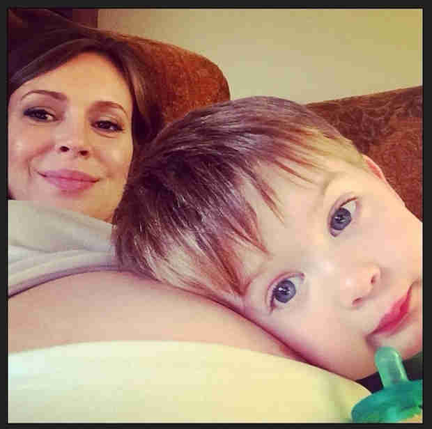 Alyssa Milano Takes a Baby Bump Selfie With Son Milo — See the Pic! (PHOTO)