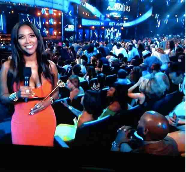 Kenya Moore Shows off Major Cleavage at the 2014 BET Awards (PHOTO)