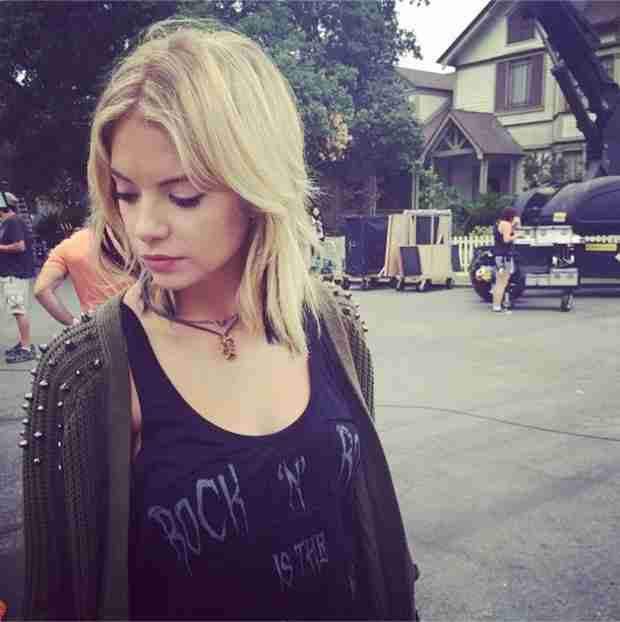 "Pretty Little Liars Christmas Episode Spoilers: Hanna Is on ""Edge"" (PHOTO)"