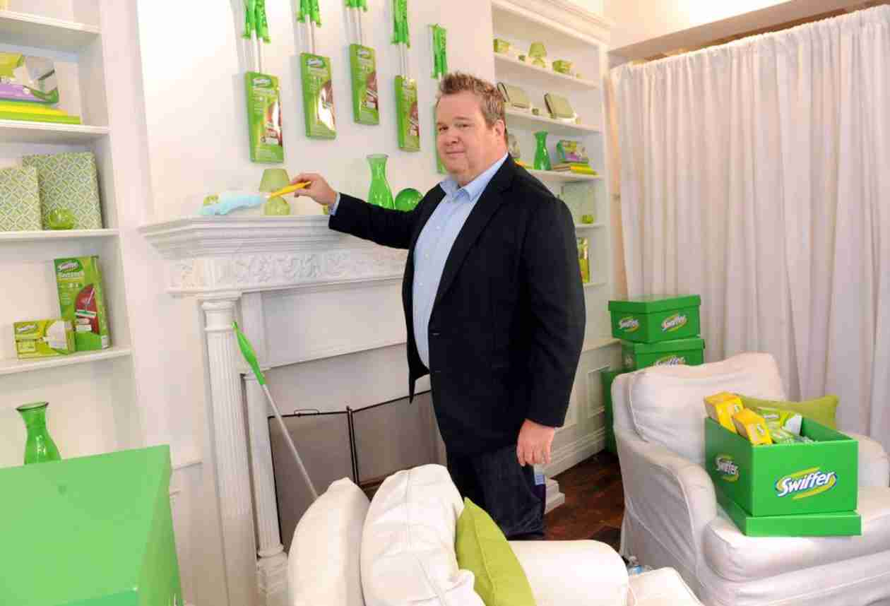 Modern Family's Eric Stonestreet Gets His Clean Freak On!