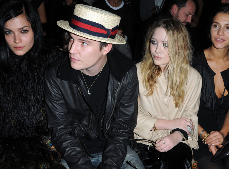 mary kate and ashley olsen dating history 3 june 2018 mary-kate olsen news, gossip, photos of mary-kate olsen, biography, mary-kate olsen boyfriend list 2016 relationship history.