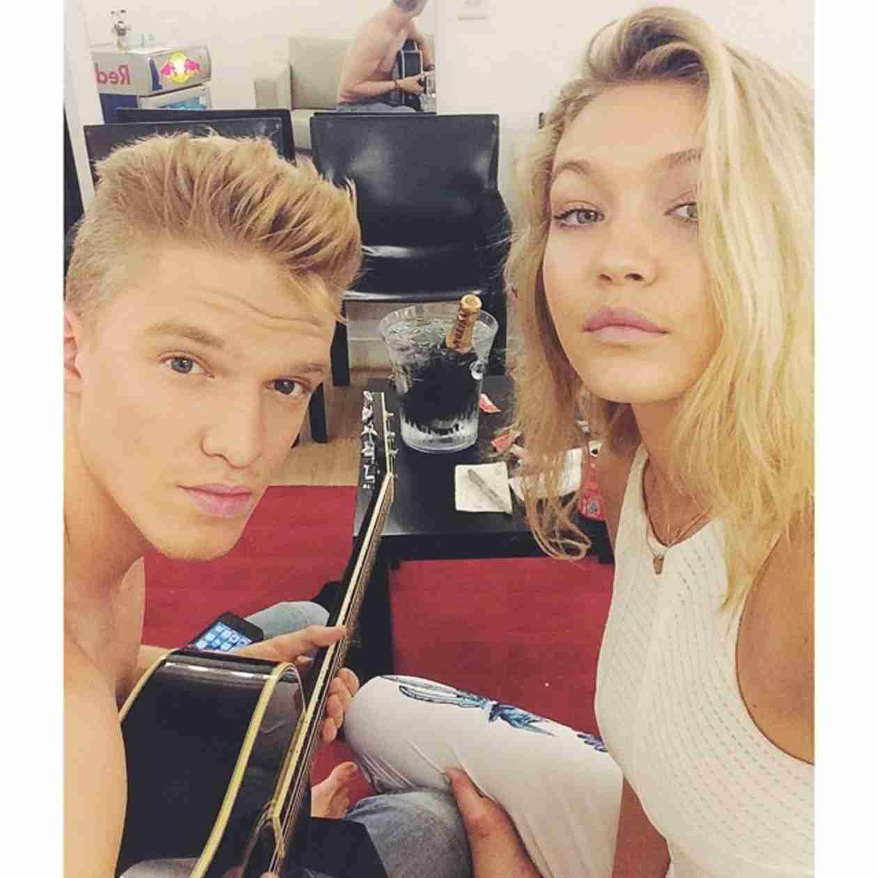 Gigi Hadid Reunites With Shirtless Cody Simpson — Young Love! (PHOTO)