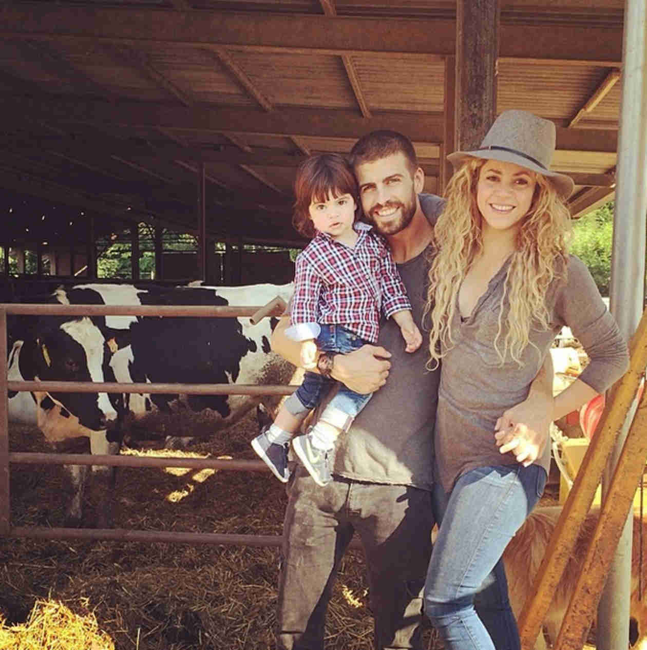 Shakira's Boyfriend Gerard Piqué Shares Family Photo — See How Big Milan Is! (PHOTO)