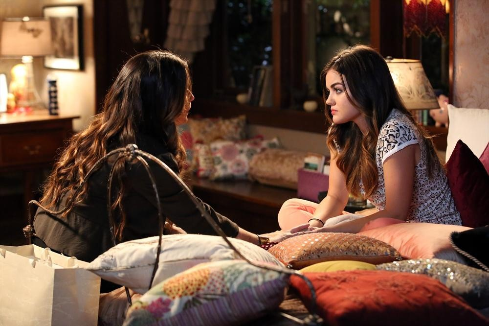 Pretty Little Liars Season 5, Episode 8 Sneak Peek: Ella Asks Aria an Important Question (VIDEO)