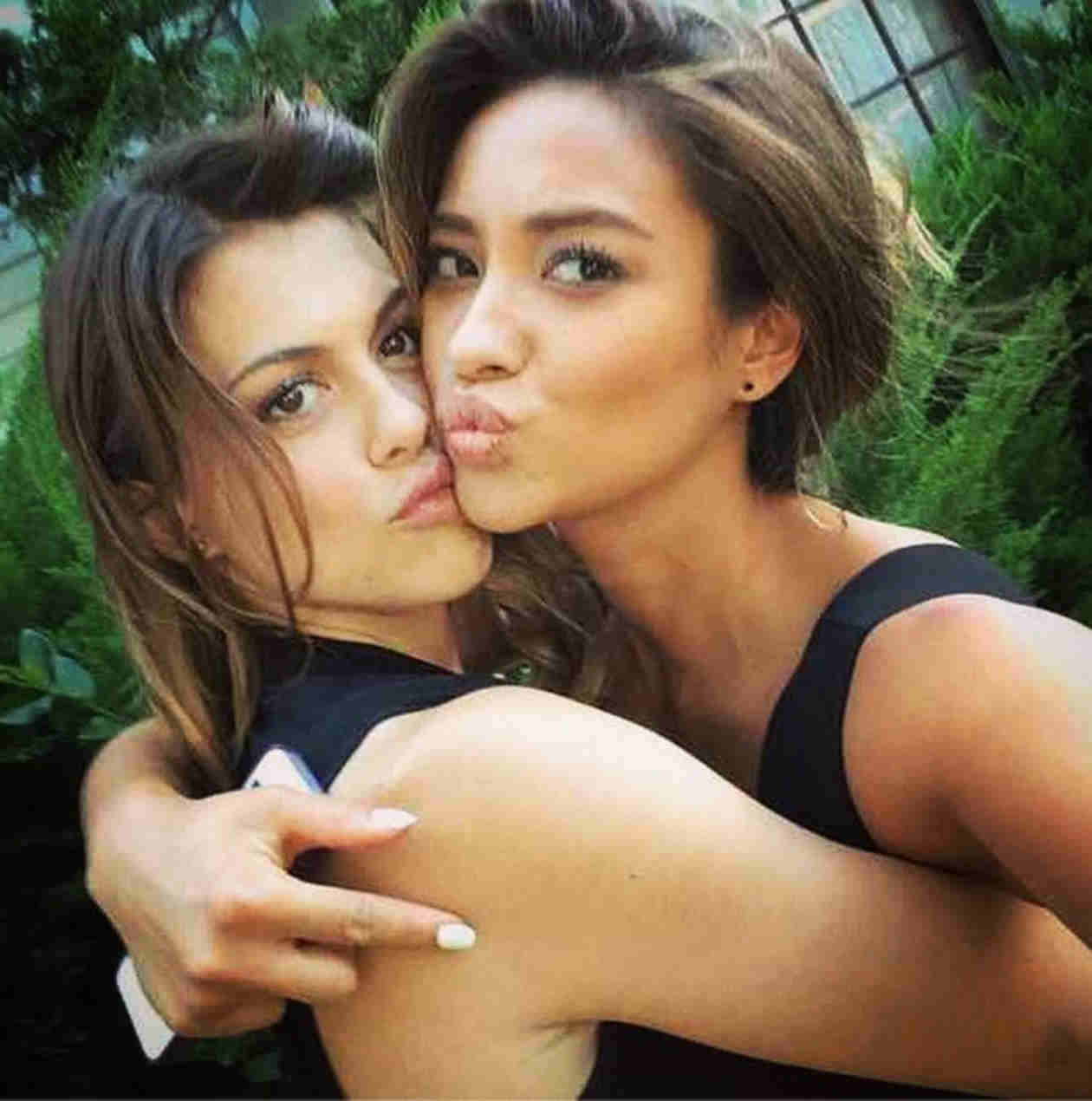 Shay Mitchell and Lindsey Shaw Take the Cutest Selfie Ever — Paily Alert! (PHOTO)