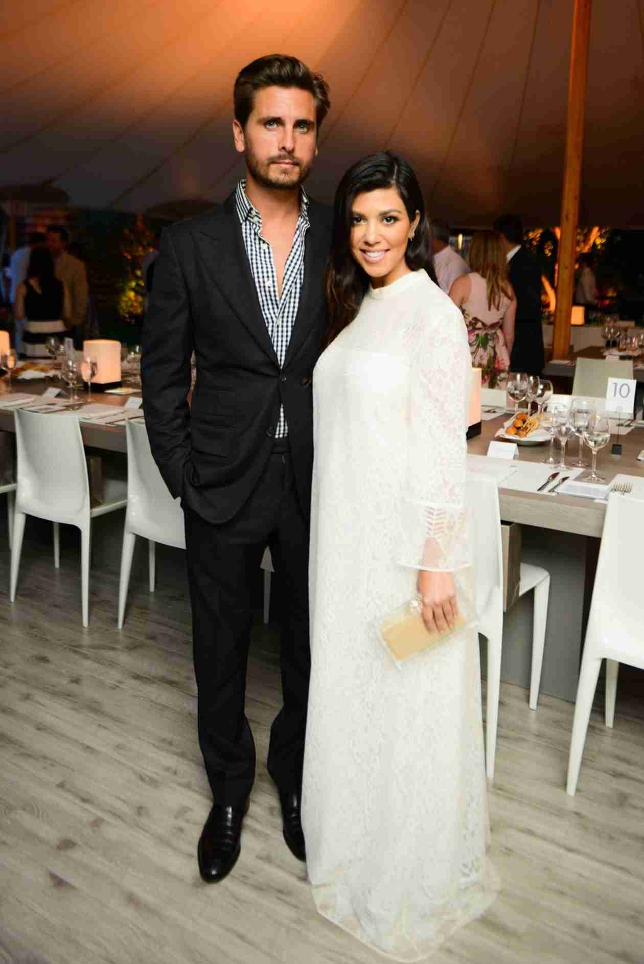 Kourtney Kardashian Shows Off Pregnancy Glow with Dapper Scott Disick (PHOTO)