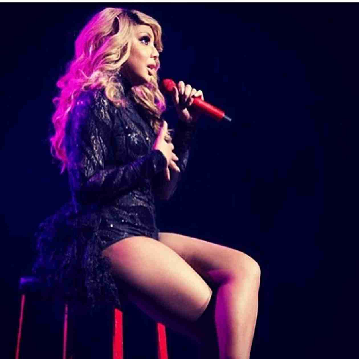 Tamar Braxton Takes Mic From Singing Fan — Funny or Embarrassing? (VIDEO)