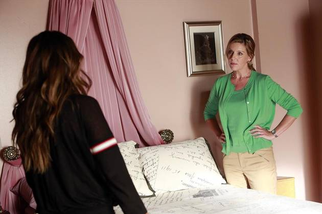 Pretty Little Liars Christmas Episode Spoilers: Mrs. DiLaurentis Is Back!