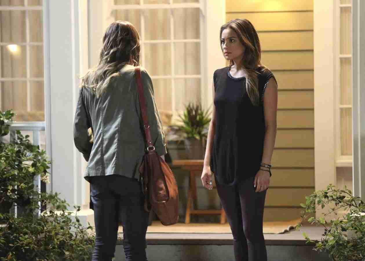 Pretty Little Liars 100th Episode: Emily and Paige Share a Tearful Scene