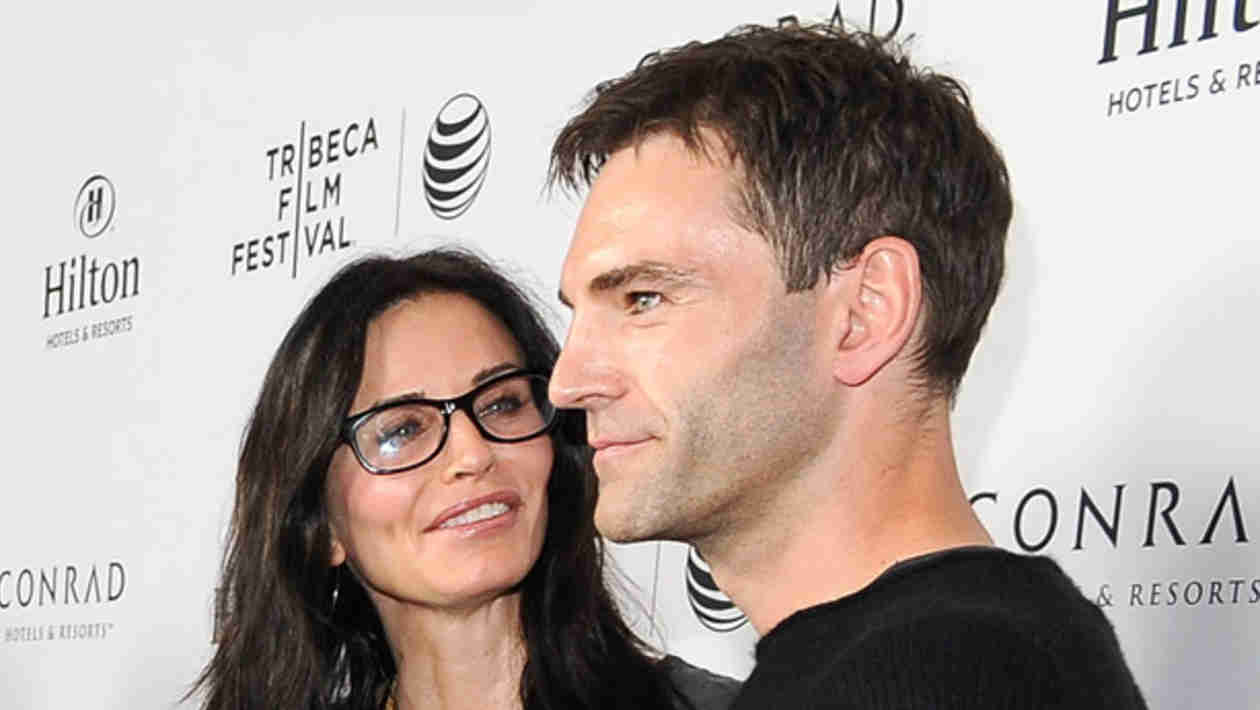 Courteney Cox and Johnny McDaid Get Rings in Northern Ireland… Maybe Wedding Bands?