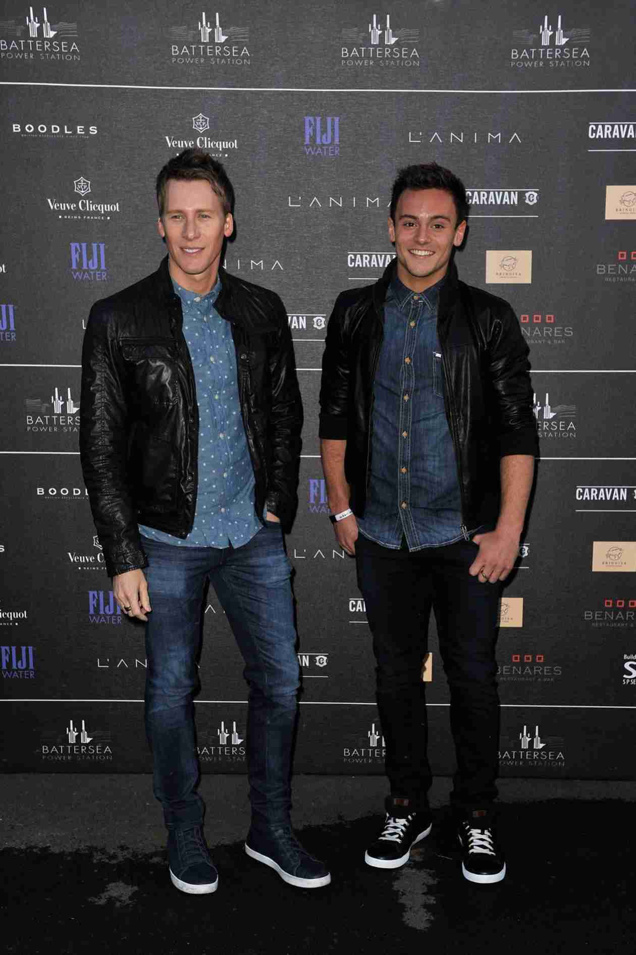 Tom Daley and Boyfriend Dustin Lance Black Make Emergency Airplane Landing! (PHOTO)