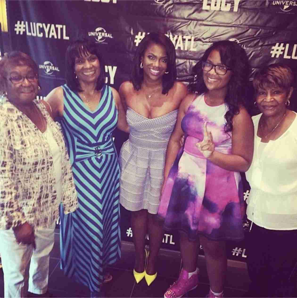 Kandi Burruss Brings Mama Joyce, Other Family Members to a Movie Premiere (PHOTO)