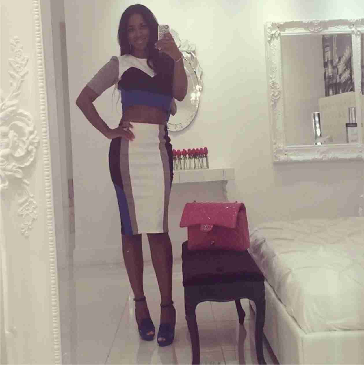 "Kenya Moore Flaunts Her Abs in ""Casual and Affordable"" Outfit (PHOTO)"