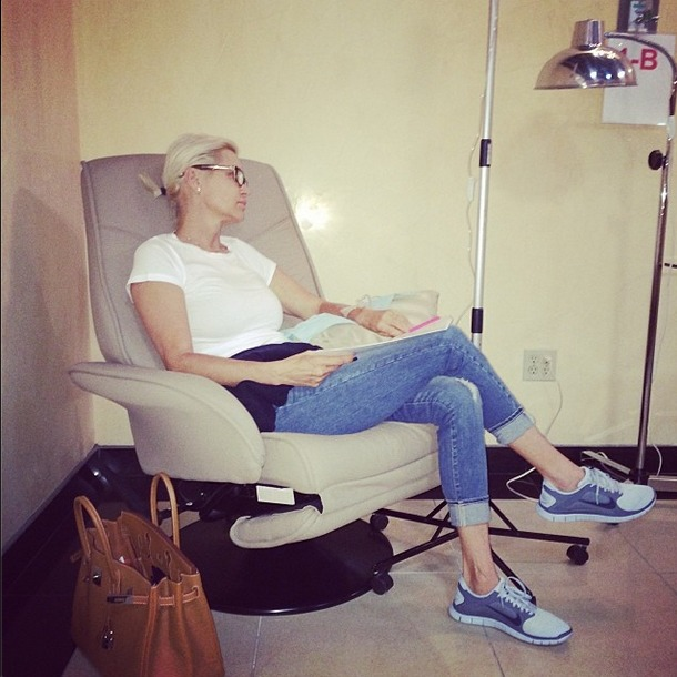 Yolanda Foster Heads to Mexico for Lyme Disease Treatment (PHOTO)