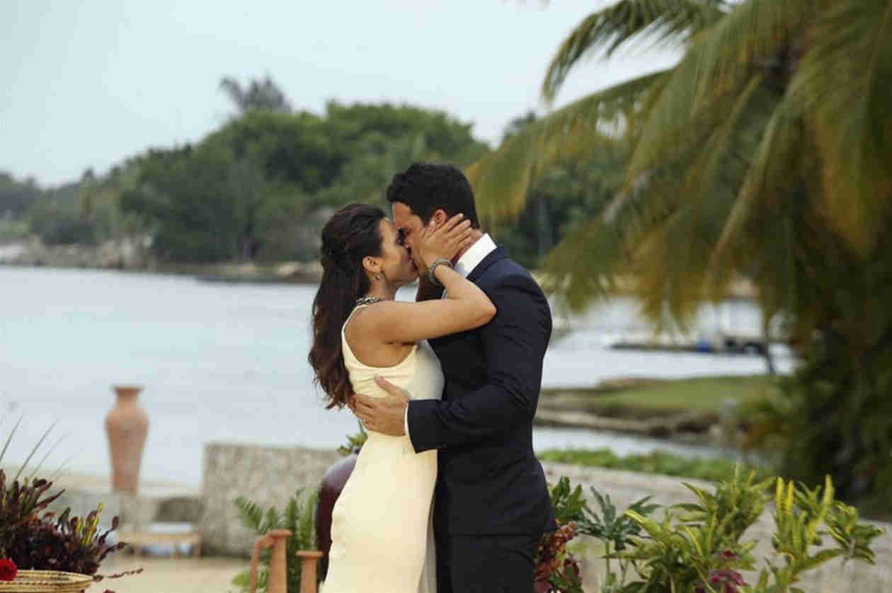 """Andi Dorfman Admits She """"Wasn't Sure"""" About Josh Until Morning of the Proposal (VIDEO)"""