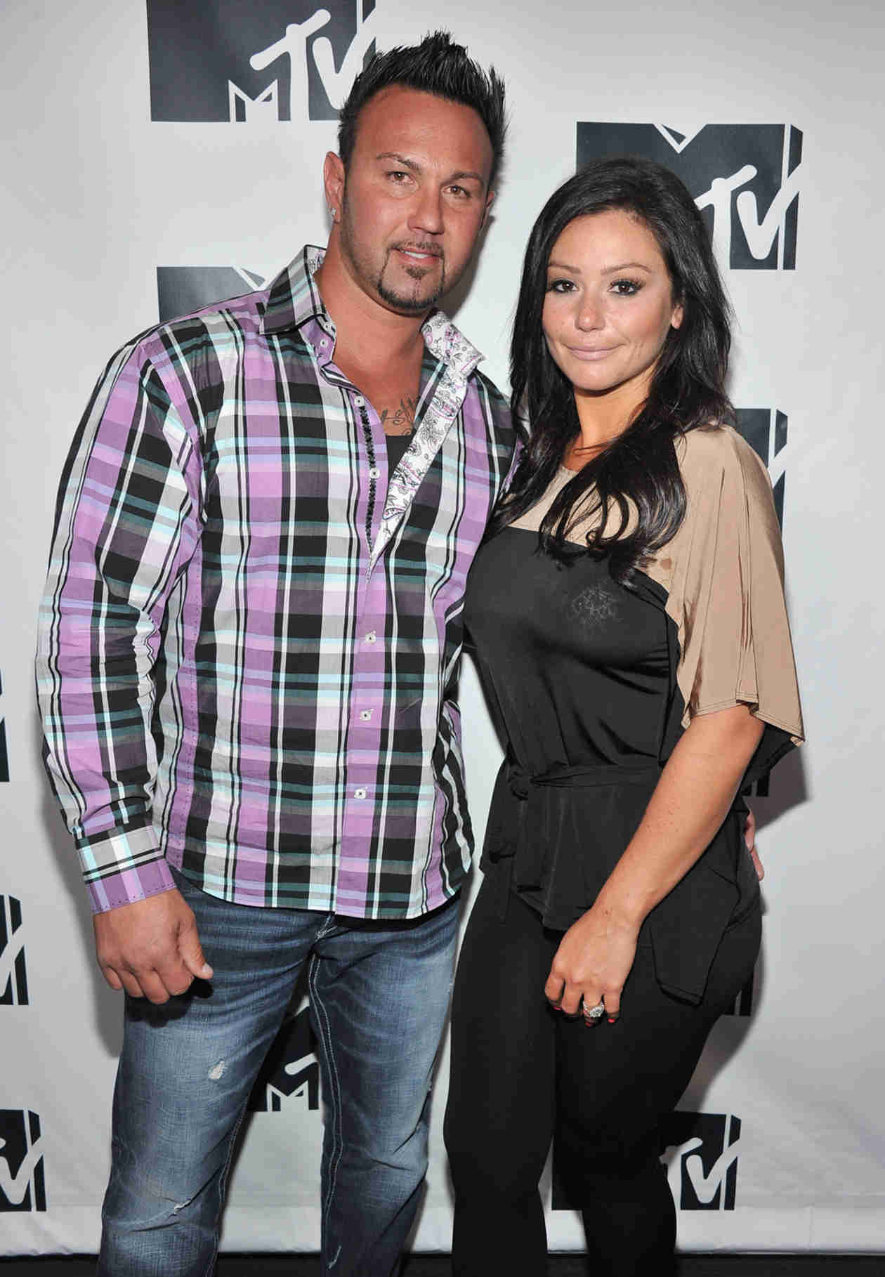 Pregnant JWOWW and Roger Mathews Hold Hands — See Her Baby Bump! (PHOTO)