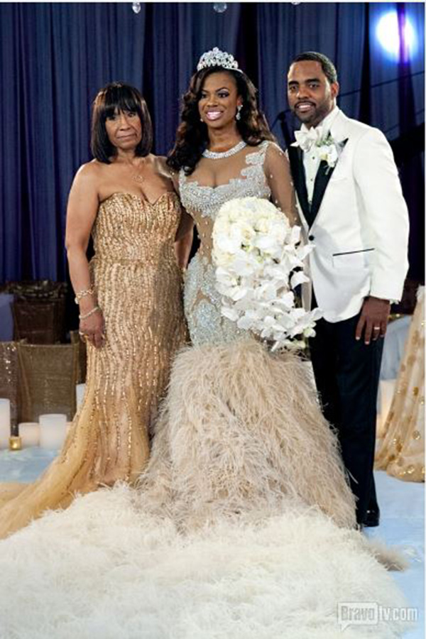 Kandi Burruss Talks About Her Wedding Dress Drama (VIDEO)