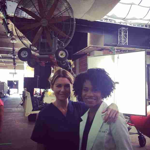 "Grey's Anatomy: Ellen Pompeo Poses With Mer's ""Sister From Another Mister"" (PHOTO)"
