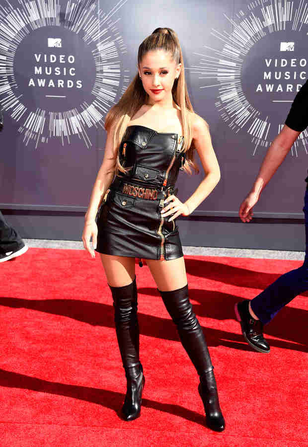 Ariana Grande Does Super-Sexy Dominatrix For VMAs 2014 Red Carpet (PHOTO)