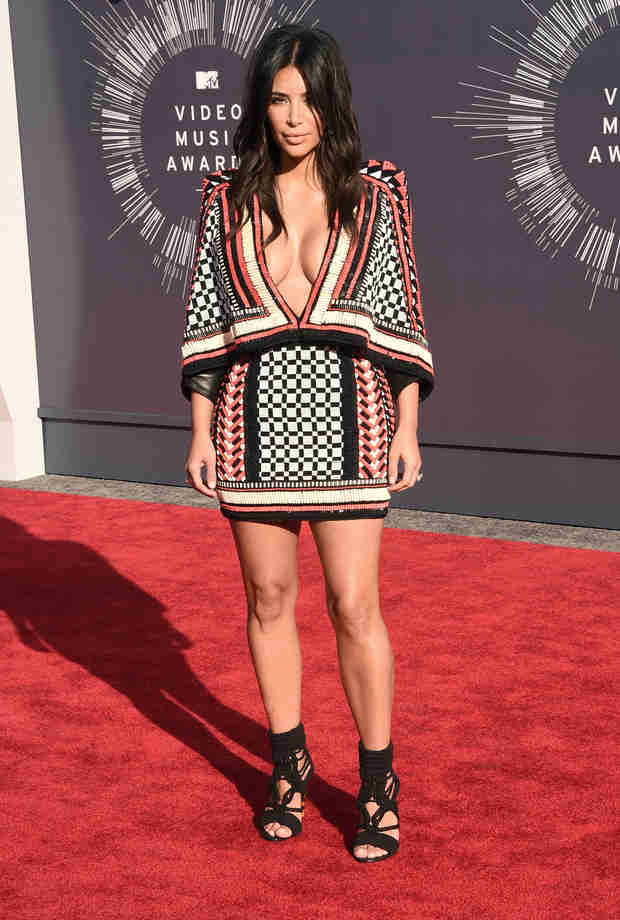 Kim Kardashian Shows Off Major Cleavage at the VMAs 2014 (PHOTO)