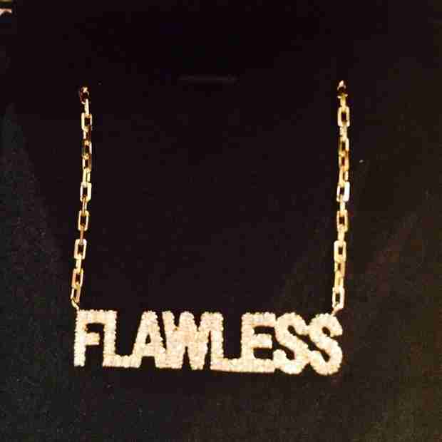 "Beyoncé Gifted Nicki Minaj ""Flawless"" Present After VMAs (PHOTO)"