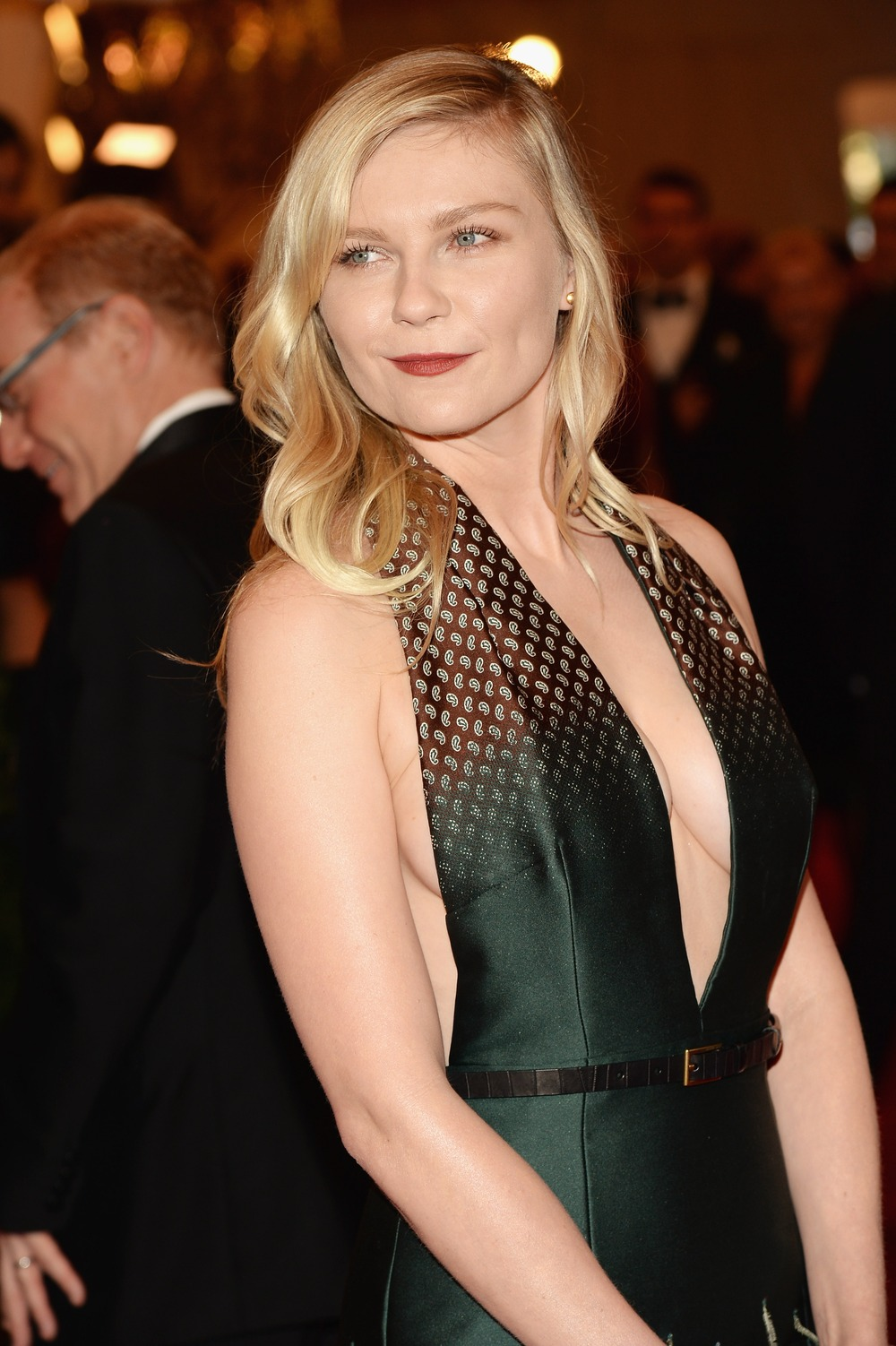 "Kirsten Dunst, 32, Teases ""33 Is a Good Age To Have Your First Baby"""