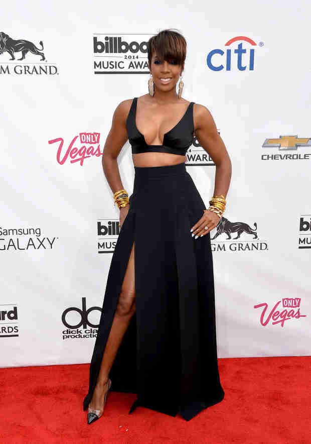 Pregnant Kelly Rowland Accidentally Confirms She's Having a… (VIDEO)