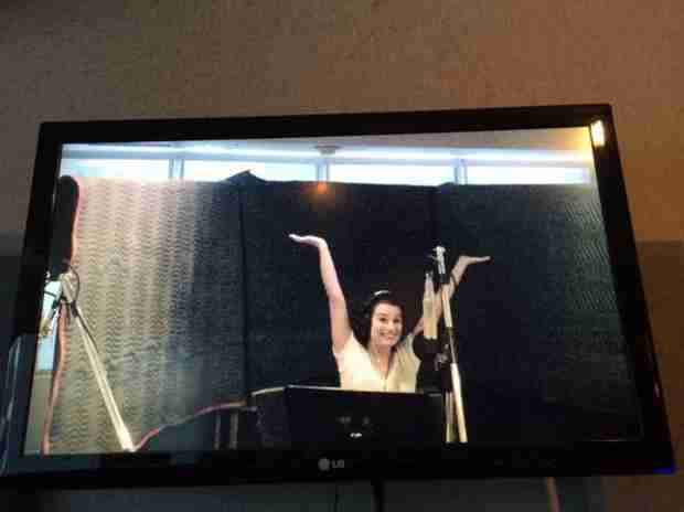 """Glee Season 6 Spoiler: Lea Michele Singing One of Her """"Favorite"""" Songs! (PHOTO)"""