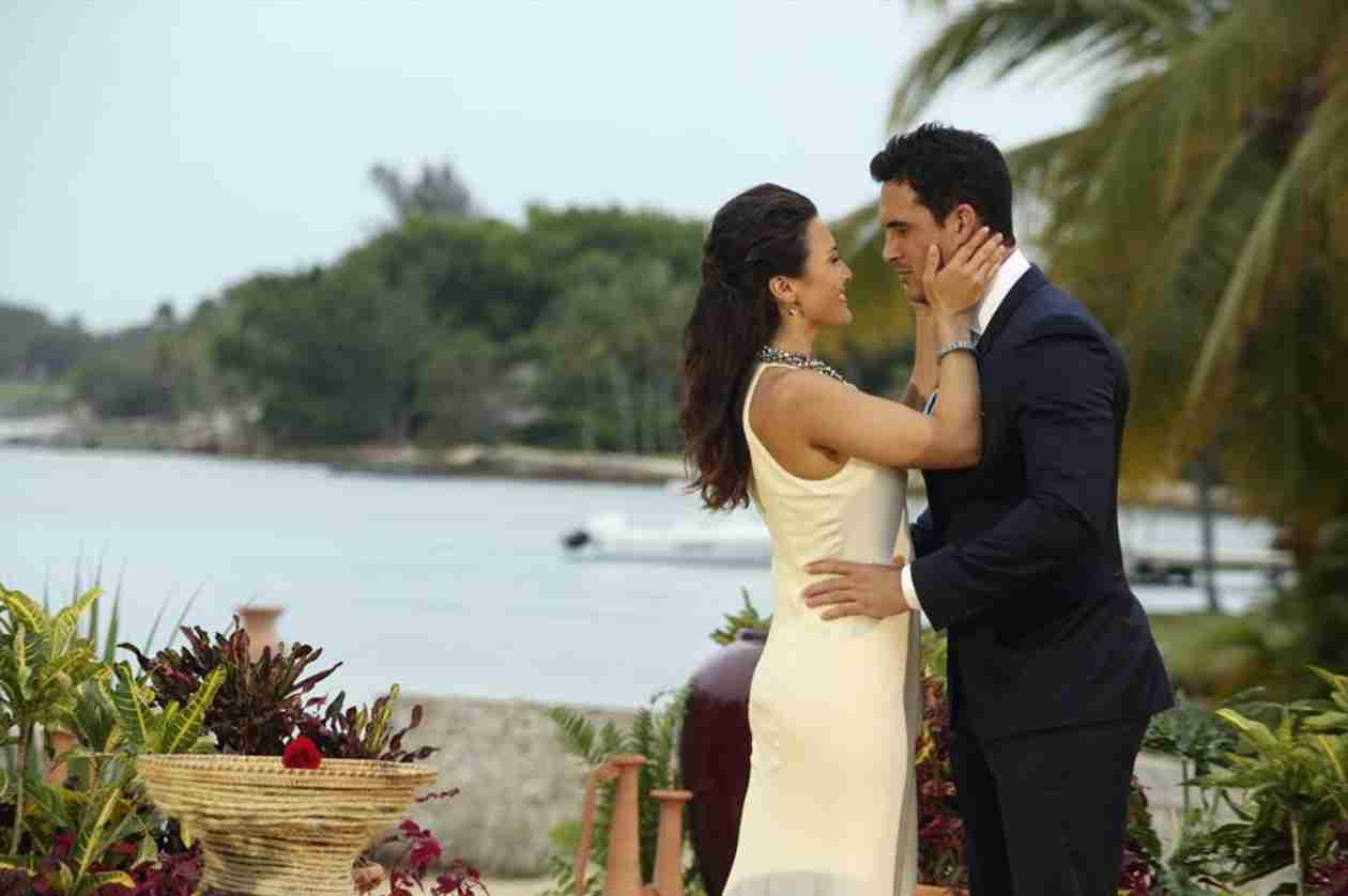 Andi Dorfman, Josh Murray Celebrate With Chris Harrison in Cute Post-Proposal Pic (PHOTO)
