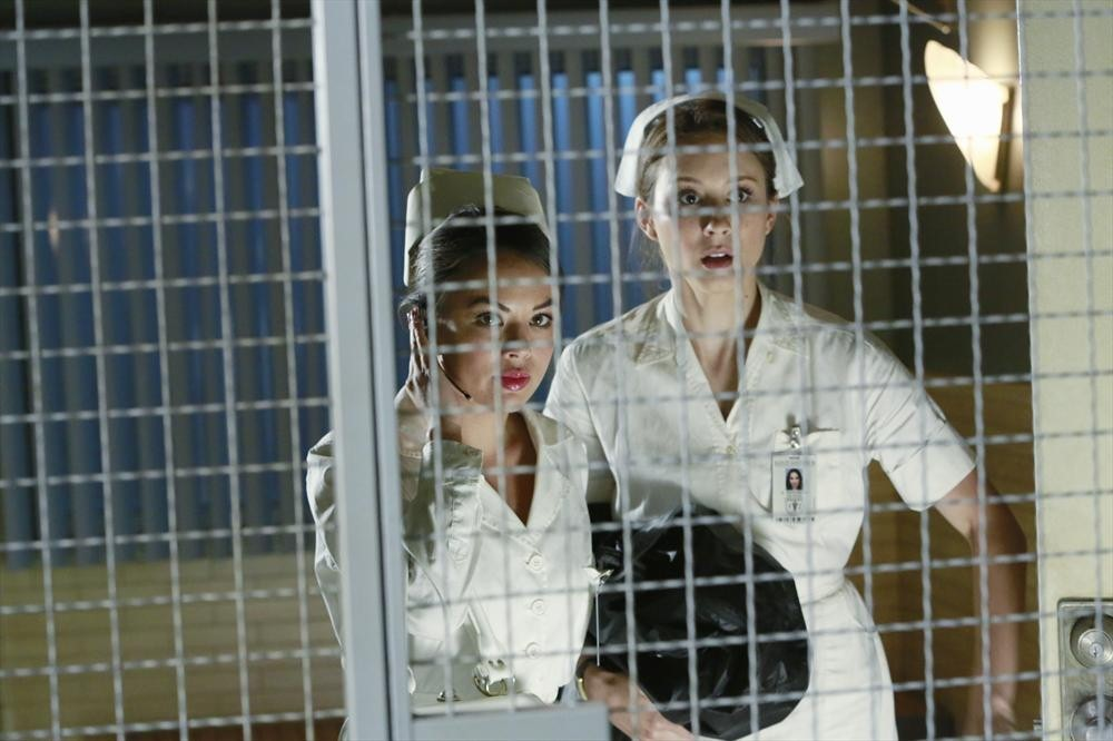 Pretty Little Liars Speculation: Why Are the Liars Sneaking Into the Hospital?