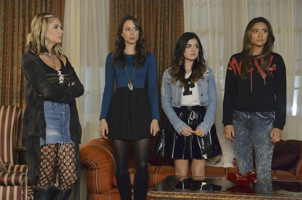 Pretty Little Liars Recap: Season 5 Summer Finale — Mona Dies!
