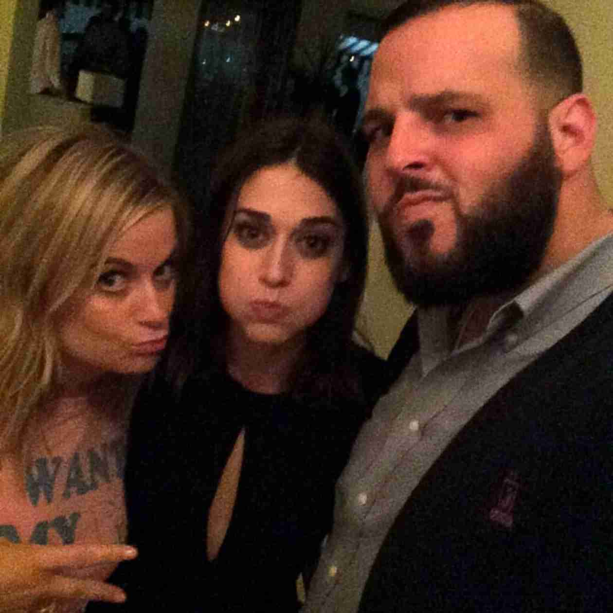 Mean Girls Reunion! Amy Poehler Reunites With Lizzy Caplan and Daniel Franzese (PHOTO)