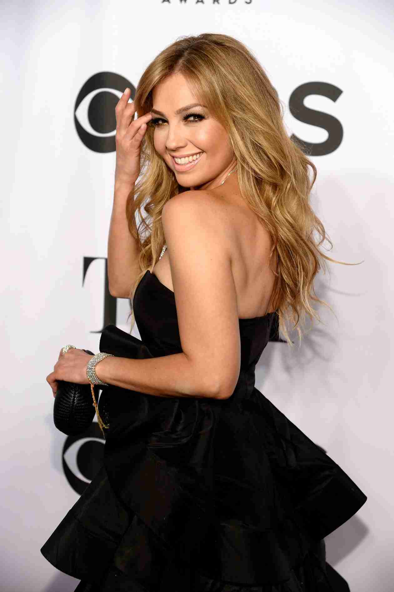 Mexican Superstar Thalia Carries Her Surgically Removed Ribs Around in a Jar?! (VIDEO)