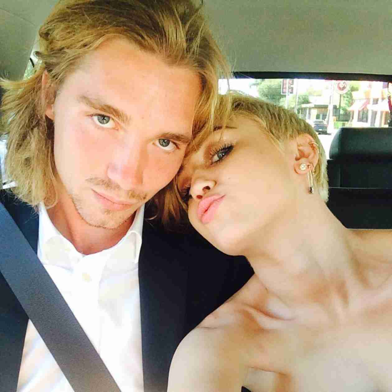 Who Accepted Miley Cyrus's Video of the Year VMA? (VIDEO)