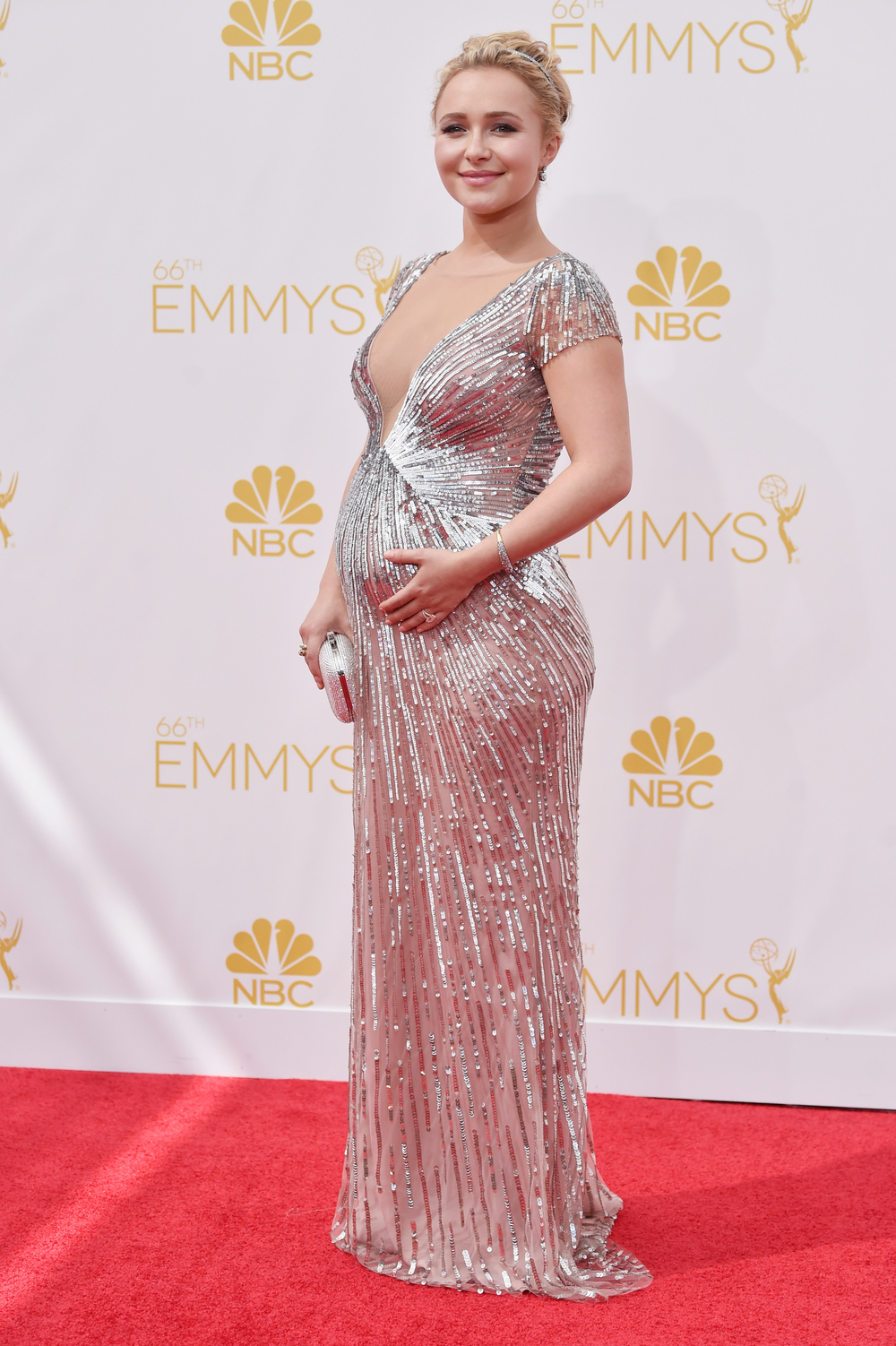 Pregnant Hayden Panettiere Reveals Baby's Gender, Flaunts Baby Bump (VIDEO)