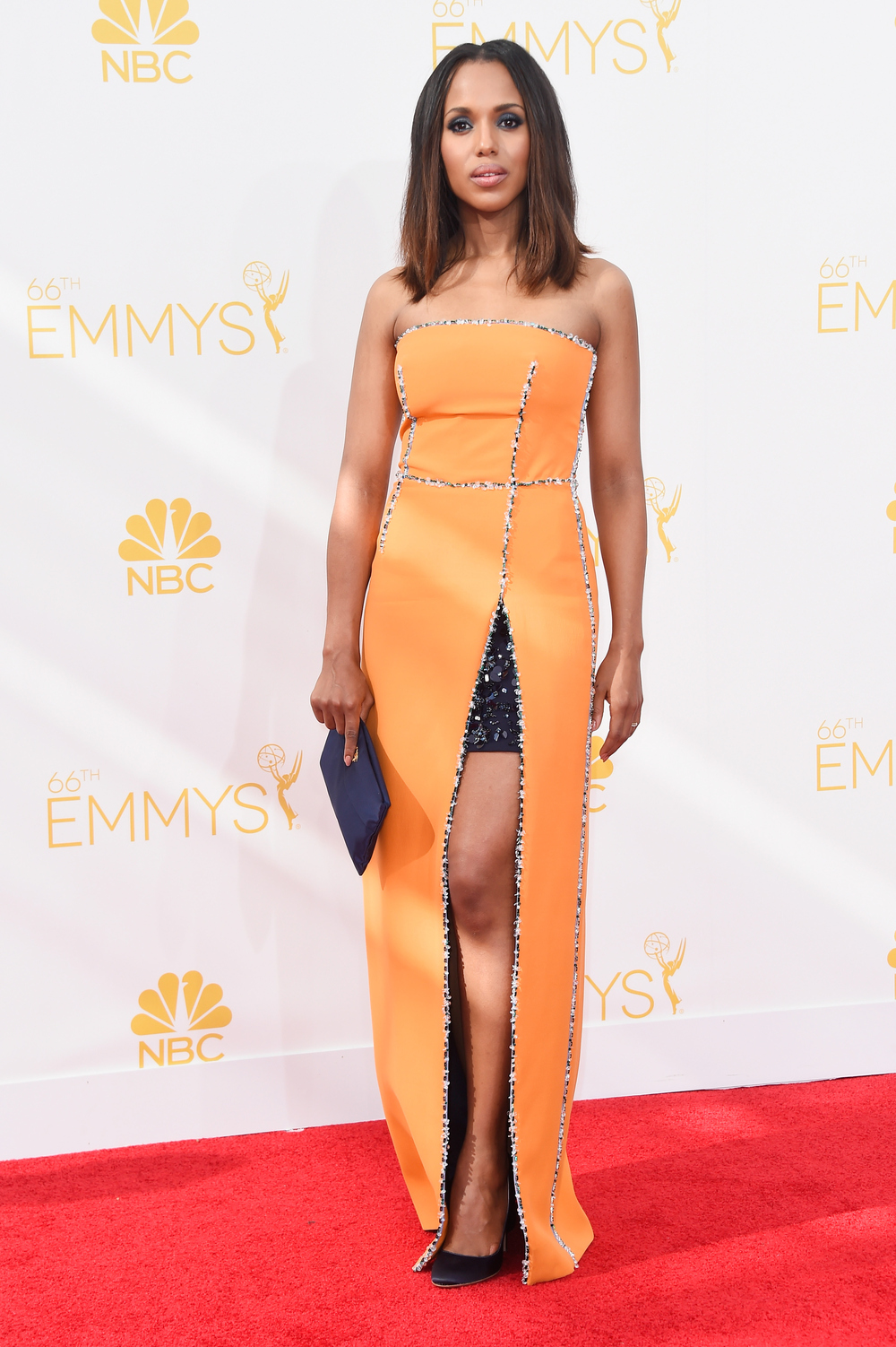 Kerry Washington Flaunts Perfect Post-Baby Bod at Emmys 2014 (VIDEO)