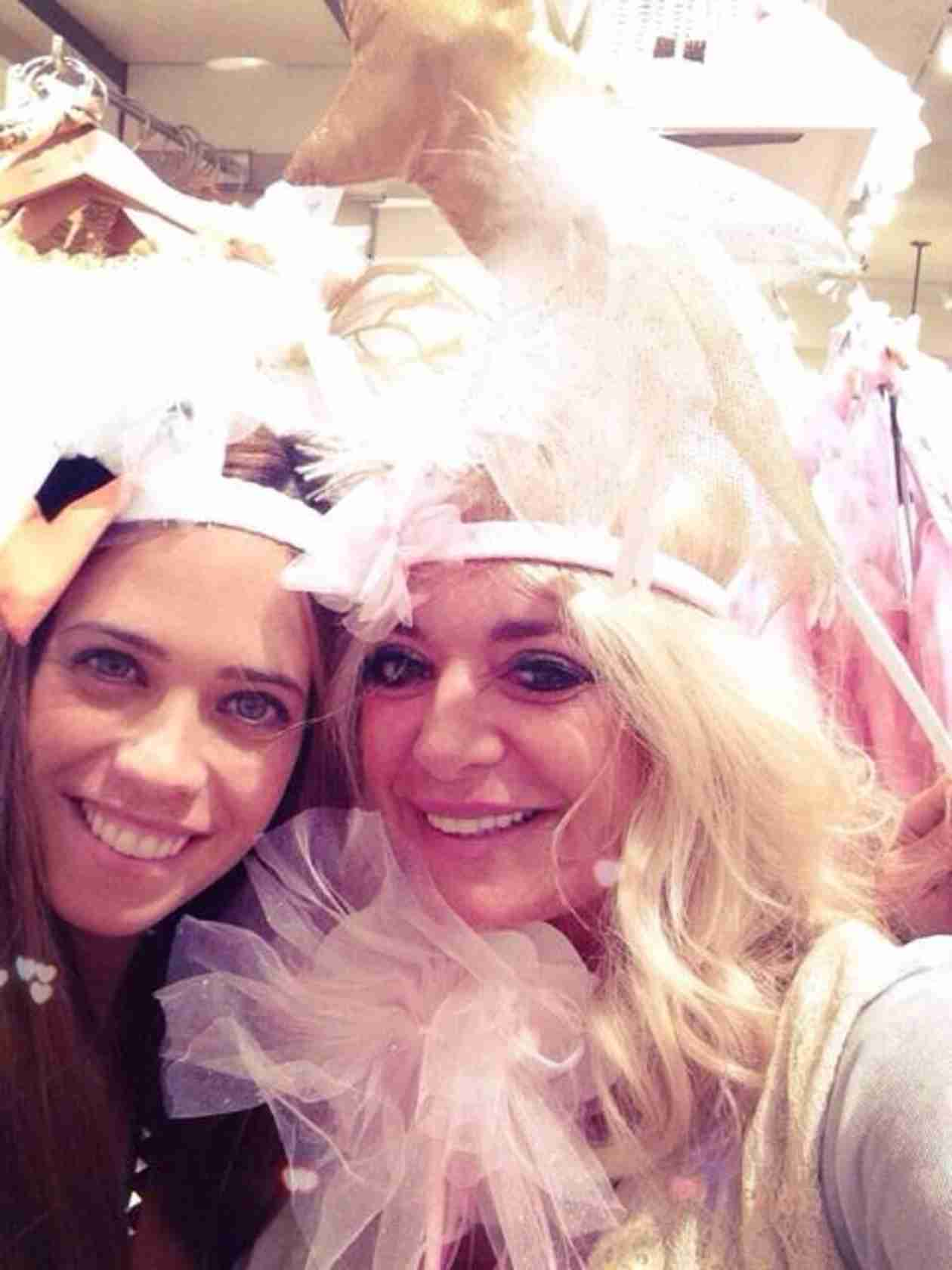 Lydia McLaughlin Is Shopping For Her Baby Nursery — With Her Mom! (PHOTO)