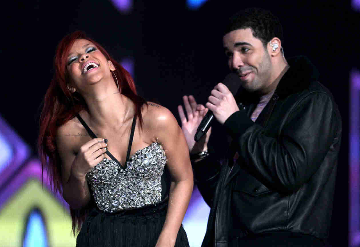 Rihanna Looks Super Stoked at Drake Concert — Are They Back On Again?