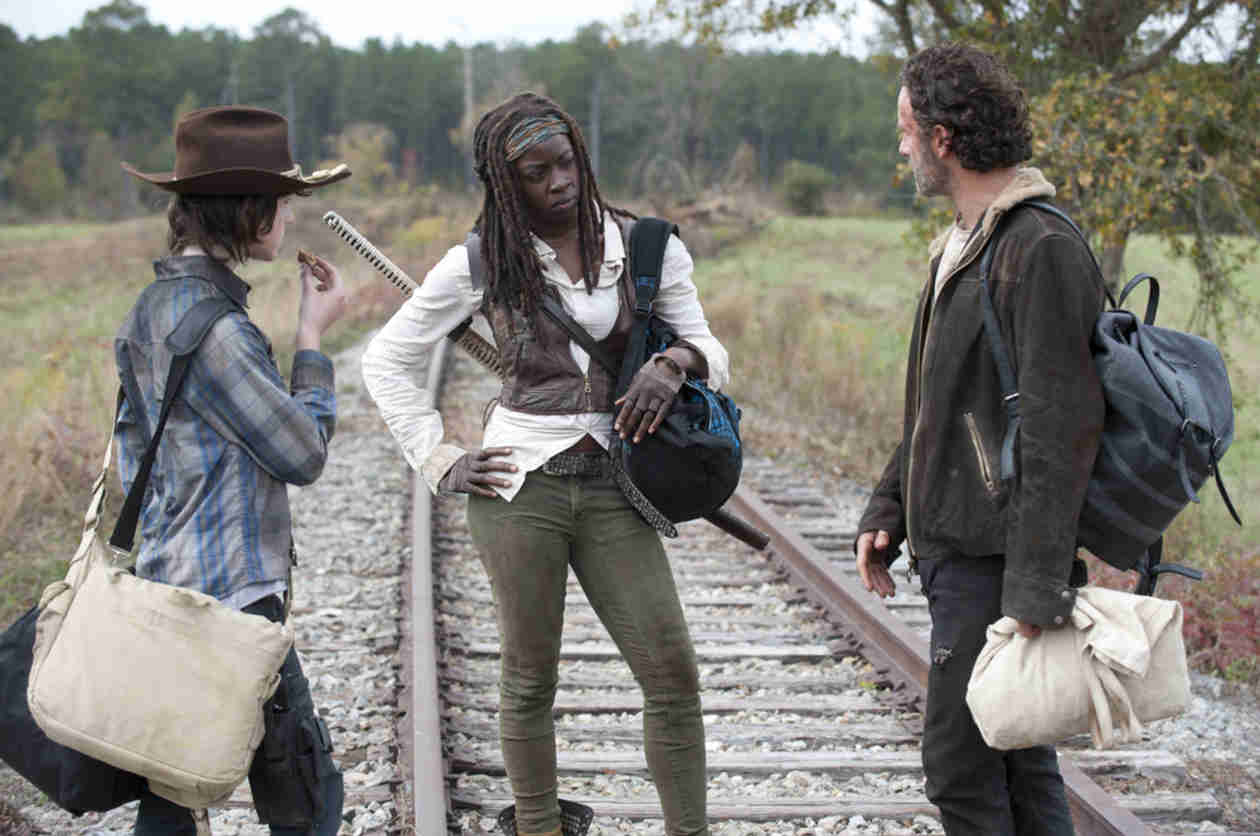 The Walking Dead Season 4 Deleted Scene: Rick Teaches Carl an Important Lesson (VIDEO)