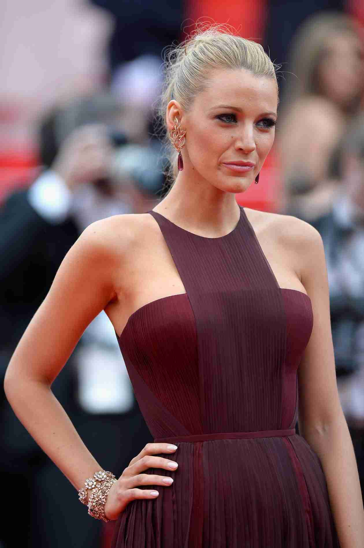 "Blake Lively Wants a ""Litter"" of Kids With Ryan Reynolds (VIDEO)"