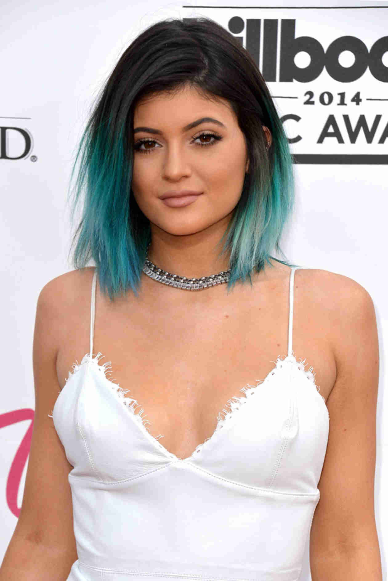 Kylie Jenner Sports Long Black Extensions For PacSun Shoot (VIDEO)