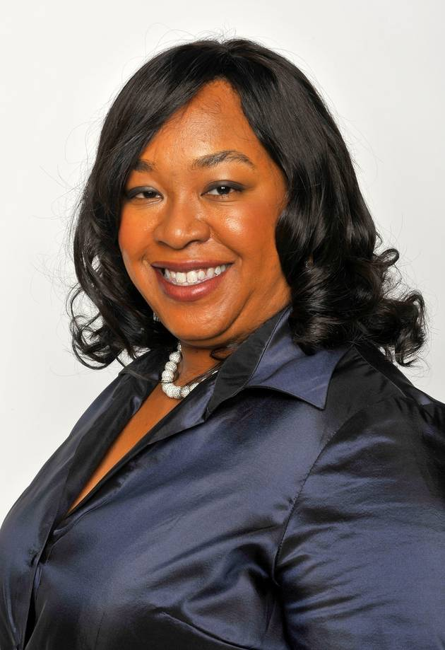 Grey's Anatomy: Shonda Rhimes Injects Cast… With Cupcake-Filled Syringes! (PHOTO)