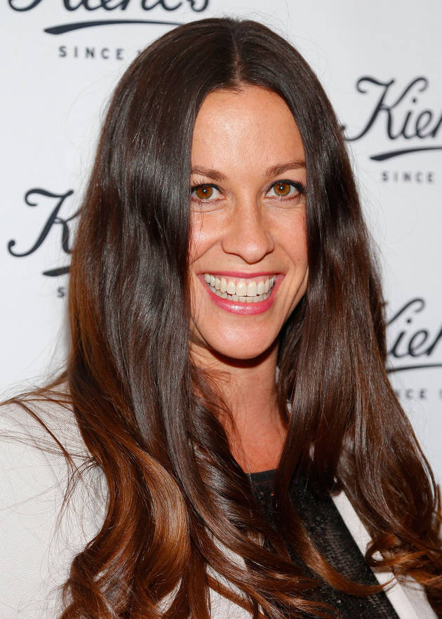 Alanis Morissette Shares Breastfeeding Photo From Tour (PHOTO)