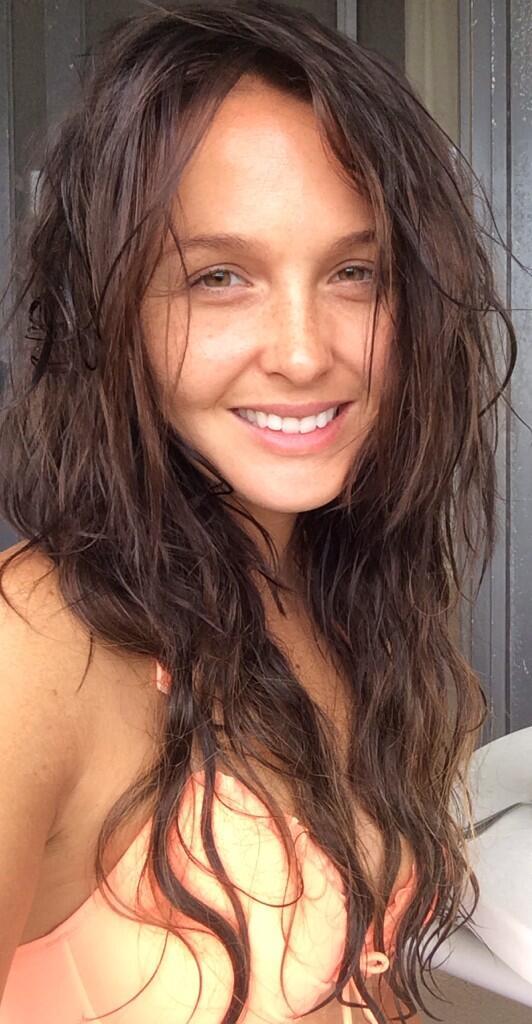 Camilla Luddington Heaps Praise on Grey's Anatomy Co-Stars — How Sweet!