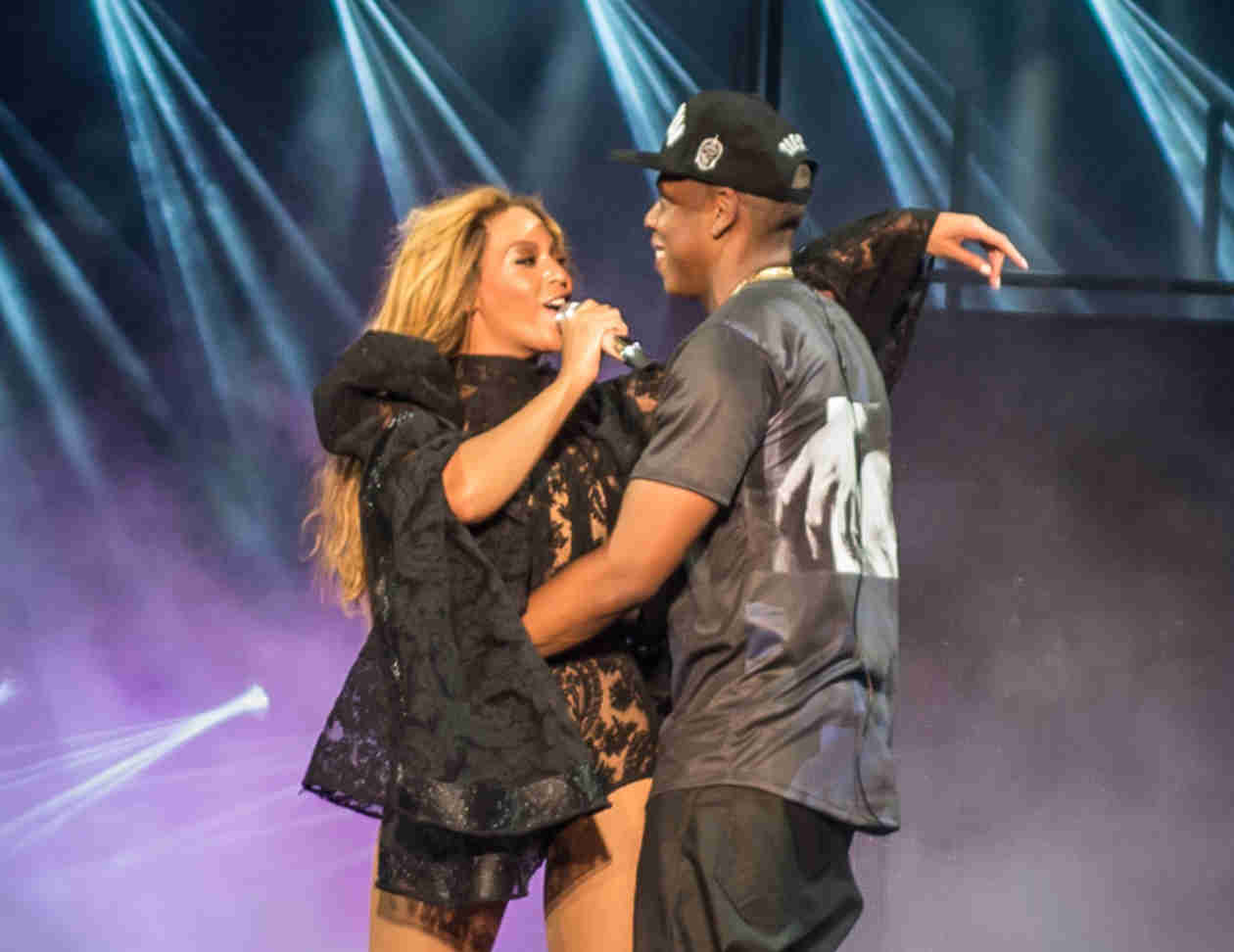 "Beyoncé Fuels Divorce Rumors, Breaks Down On-Stage During ""Resentment"" Performance (VIDEO)"