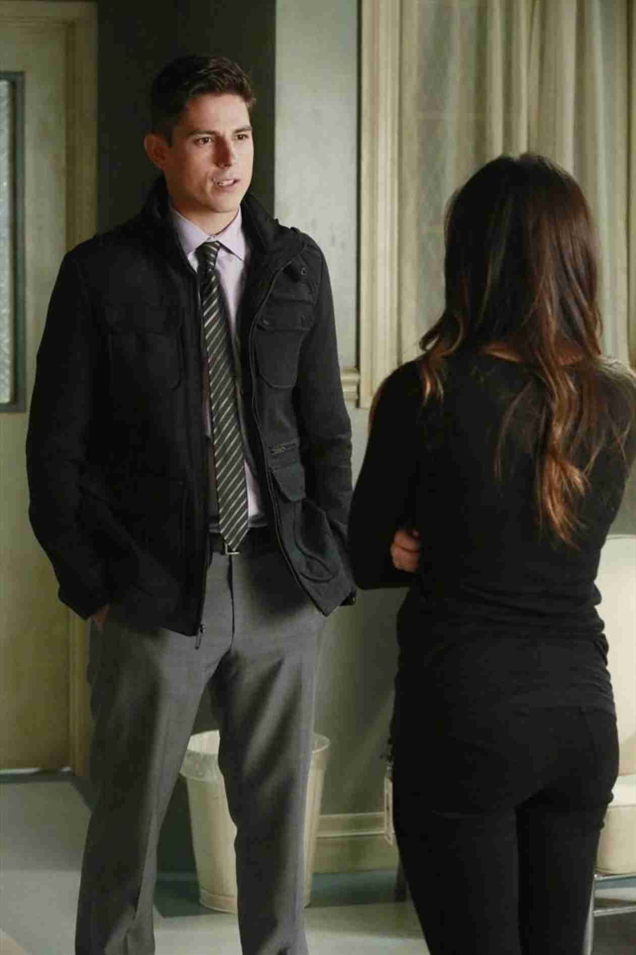 Pretty Little Liars Burning Question: What Did Alison and Holbrook Talk About?