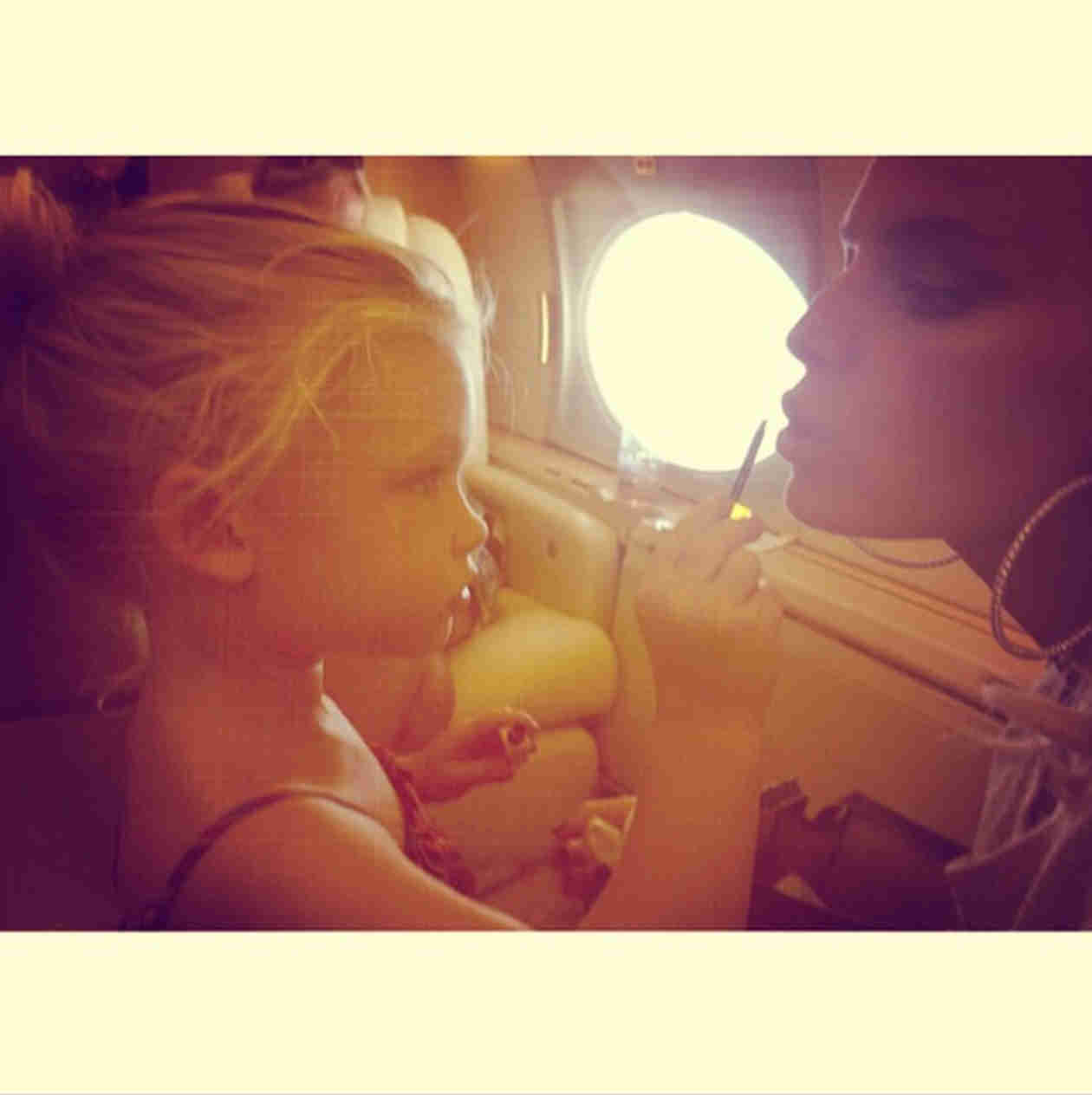 "Jessica Simpson's Daughter Maxwell ""Loves Doing Mommy's Makeup"" (VIDEO)"